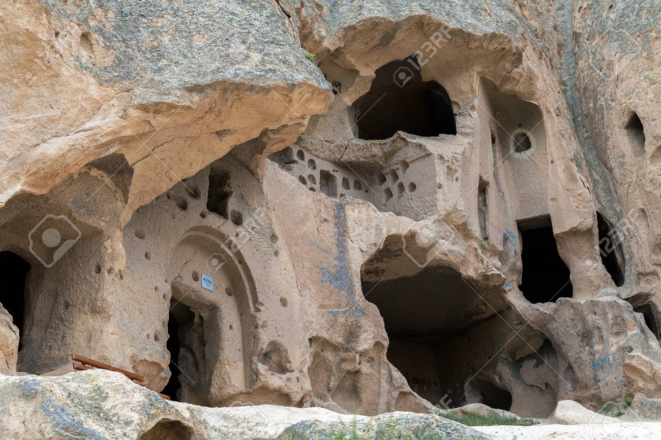 30097031-cave-houses-of-cappadocia-and-goreme-national-park-urgup-goreme-guzelyurt-and-uchisar-turkey
